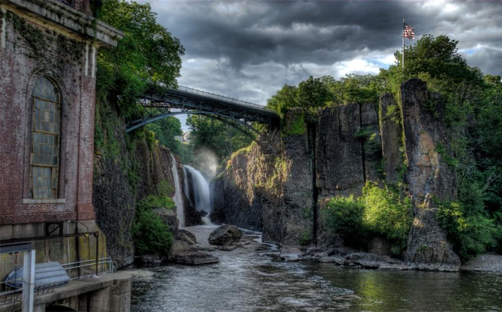 Paterson's Great Falls. (Wikipedia)