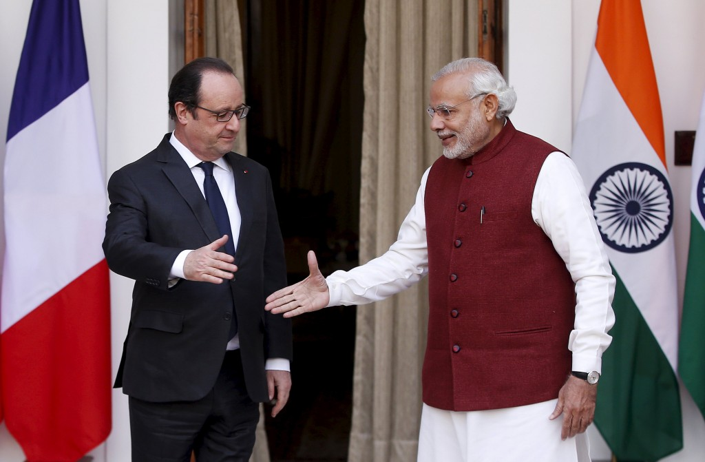 French President Francois Hollande (L) shakes hands with India's Prime Minister Narendra Modi during a photo opportunity ahead of their meeting at Hyderabad House in New Delhi, India, January 25, 2016. REUTERS/Adnan Abidi