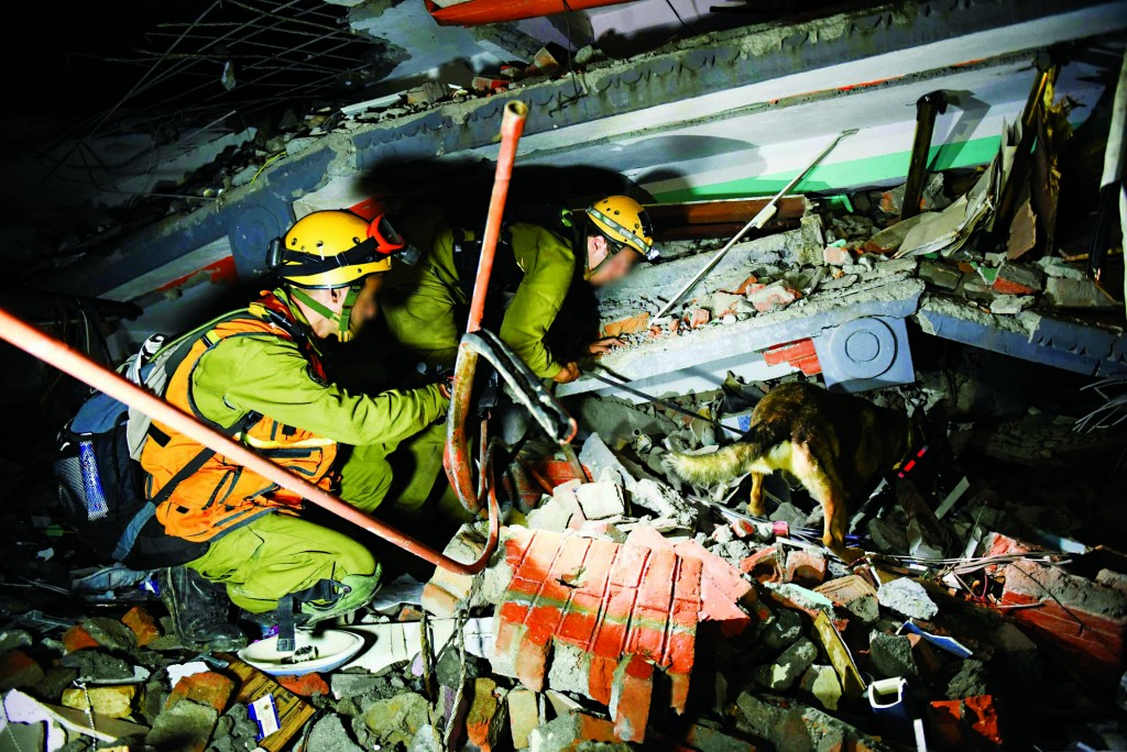 Israeli soldiers looks during rescue attempts of injured and trapped people from the ruins of buildings in Nepal, following the deadly earthquake. on April 28, 2015. Photo by IDF Spokesperson