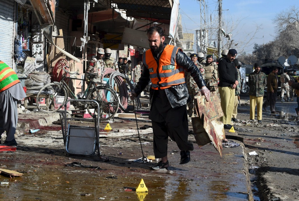 A rescue worker collects evidence from the site of a suicide bomb attack close to a polio eradication centre in Quetta, Pakistan, January 13, 2016. REUTERS/Stringer EDITORIAL USE ONLY. NO RESALES. NO ARCHIVE TPX IMAGES OF THE DAY