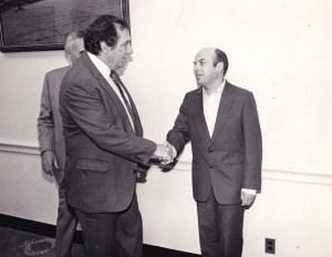 Rabbi Ronnie Greenwald shaking hands with Natan Scharansky, with Congressman Benjamin Gilman in the background 8)