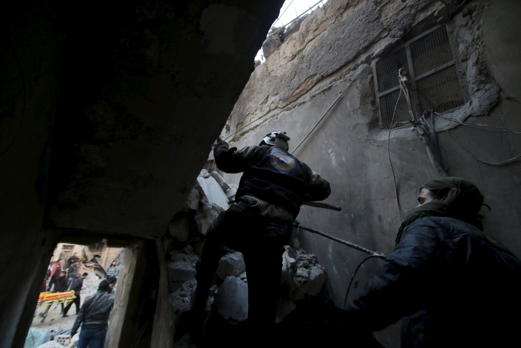 Civil Defence members look for survivors in a site damaged by what activists said was an airstrike by forces loyal to Syria's president Bashar Al-Assad in al-Sukkari neighborhood of Aleppo, Syria, January 16, 2016. REUTERS/Abdalrhman Ismail EDITORIAL USE ONLY. NO RESALES. NO ARCHIVE