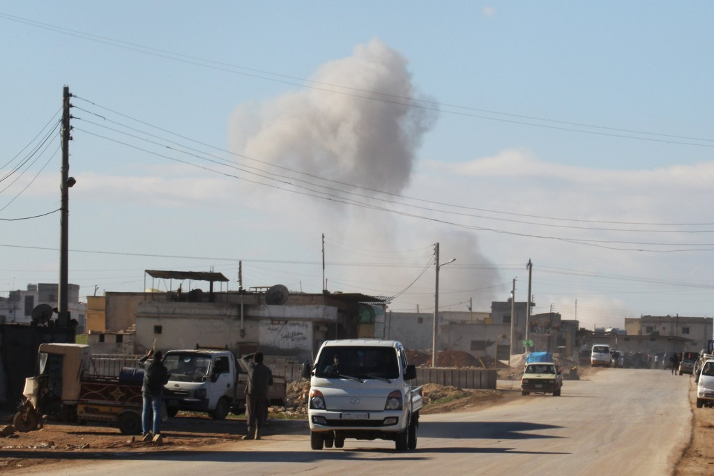Smoke rises in a site hit by what activists said were airstrikes carried out by the Russian air force in the town of Saraqib, in Idlib province, Syria January 9, 2016. Picture taken January 9, 2016. REUTERS/Ammar Abdullah