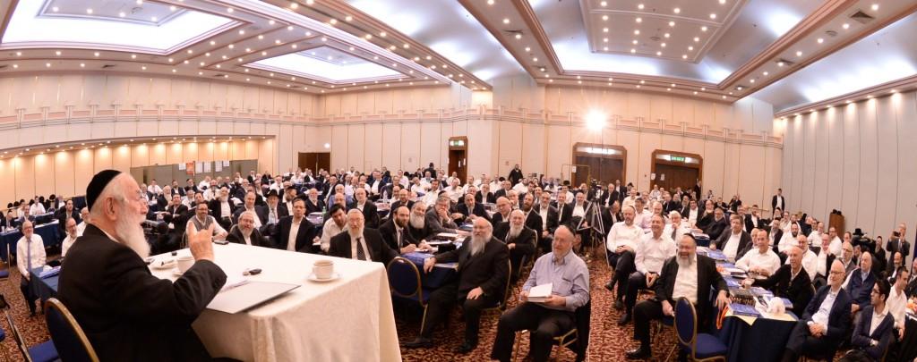 Yarchei Kallah participants listen avidly to Harav Yitzchok Zilberstein