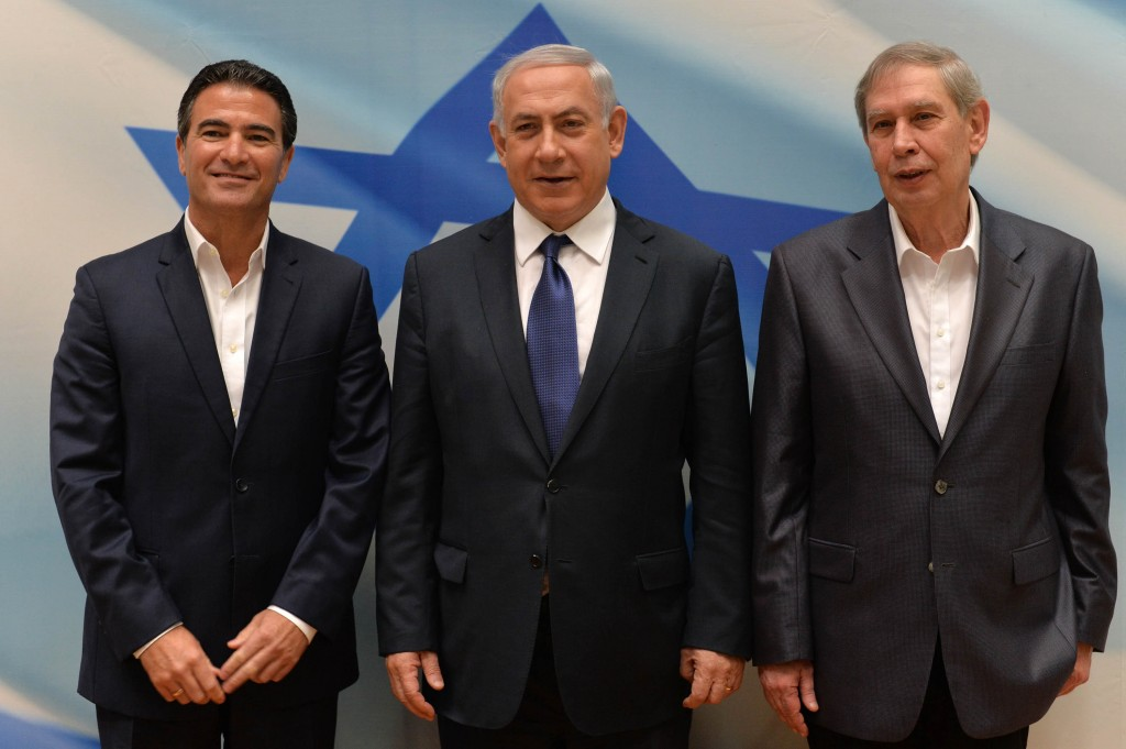 Israeli Prime Minister Binyamin Netanyahu (C) with outgoing director of Mossad, Tamir Pardo (R), and incoming director Yossi Cohen, at a ceremony for the newly apoointed Mossad head in Tel Aviv, on Wednesday. (Kobi Gideon/GPO)