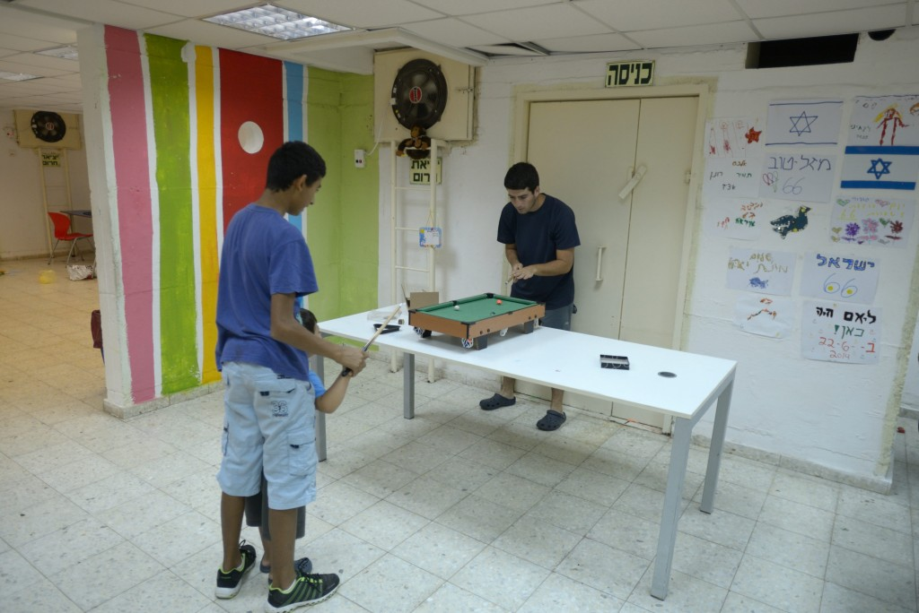 Youths in a bomb shelter safe room in Sderot, July 17, 2014. Photo by Gili Yaari. /FLASH90