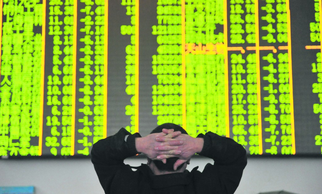 An investor looks at an electronic screen at a brokerage house in Hangzhou, Zhejiang province, January 26, 2016. Chinese shares plunged more than 6 percent to 14-month lows on Tuesday after oil prices dropped again, reviving concerns about global growth and prompting a sell-off in the world's equity markets. REUTERS/China Daily ATTENTION EDITORS - THIS PICTURE WAS PROVIDED BY A THIRD PARTY. THIS PICTURE IS DISTRIBUTED EXACTLY AS RECEIVED BY REUTERS, AS A SERVICE TO CLIENTS. CHINA OUT. NO COMMERCIAL OR EDITORIAL SALES IN CHINA. TPX IMAGES OF THE DAY