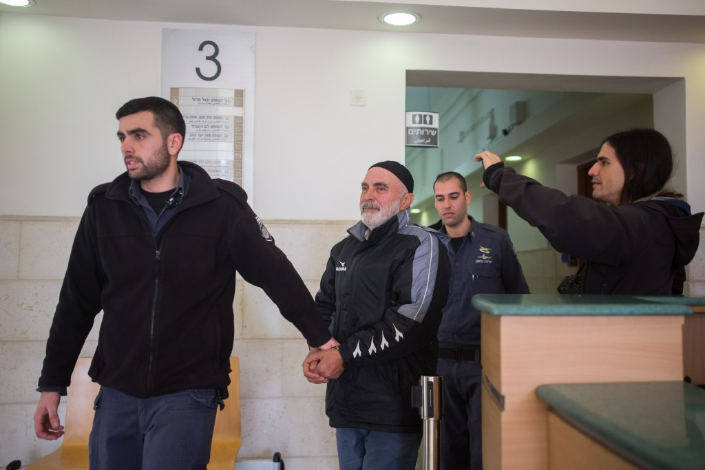 Left-wing Israeli activist Ezra Nawi, seen at the Jerusalem District Court on January 21, 2016, Ezra Nawi was arrested last Monday at Ben Gurion airport as he tried to leave the country, he is suspected of conspiracy to commit a crime. Photo by Yonatan Sindel/Flash90 *** Local Caption *** ôòéì ùîàì òöåø äòøëú îòöø áéú îùôè òæøà ðàååé îçåæé