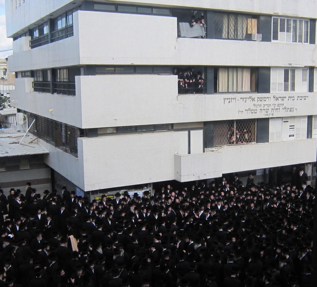 """Levayah of the Mashgiach of Yeshivas Vizhnitz in Eretz Yisrael Harav Kasriel Shaul Zummer zt""""l (JDN)"""