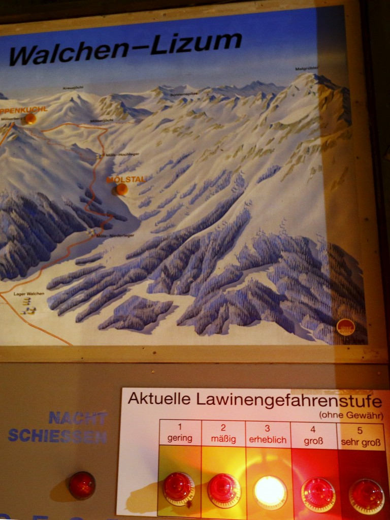 An avalanche warning sign is pictured in Wattental valley in Austria's skiing region of Tyrol February 6, 2016. Five people were killed and several people had also been injured in an avalanche that buried 17 people from the Czech Republic in the Wattental valley in Austria's skiing region of Tyrol.   REUTERS/Dominic Ebenbichler
