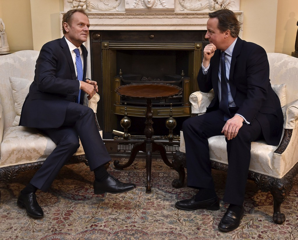 British Prime Minister David Cameron (R) speaks with European Council President Donald Tusk at Downing Street in London, Britain, January 31, 2016. REUTERS/Toby Melville TPX IMAGES OF THE DAY