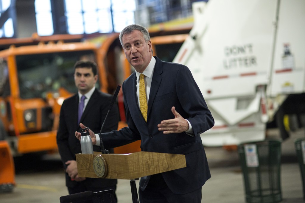 Mayor Bill de Blasio on Wednesday announces CleaNYC, a boosted effort to keep the city clean, during a visit to a sanitation garage in Manhattan. (Ed Reed/Mayoral Photography Office)