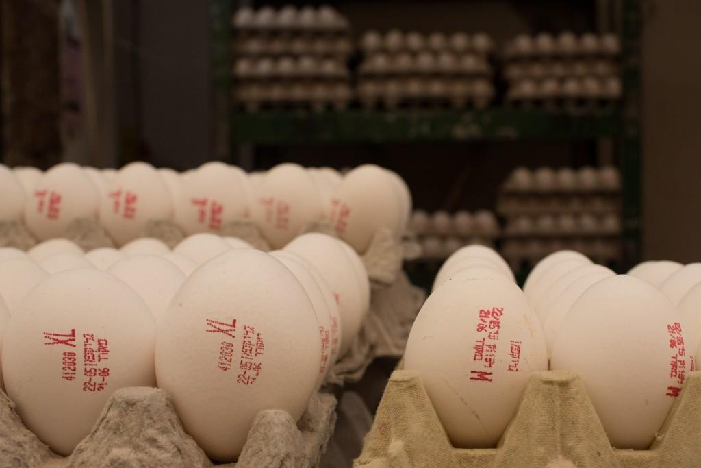 Eggs in the Machane Yehuda Market in Yerushalayim. (Sarah Schuman/ Flash90)