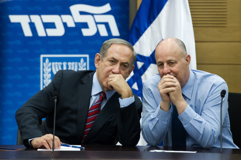 Prime Minister Benjamin Netanyahu (L) speaks with Likud parliament member Tzachi ha Negbi during the weekly Likud party meeting at the Knesset, Israel's parliament in Jerusalem on October 19, 2015. Photo by Miriam Alsterl/Flash90 *** Local Caption *** áéðéîéï ðúðéäå áéáé øàù äîîùìä ìéëåã éùéáú ñéòä ëðñú öçé äðâáé