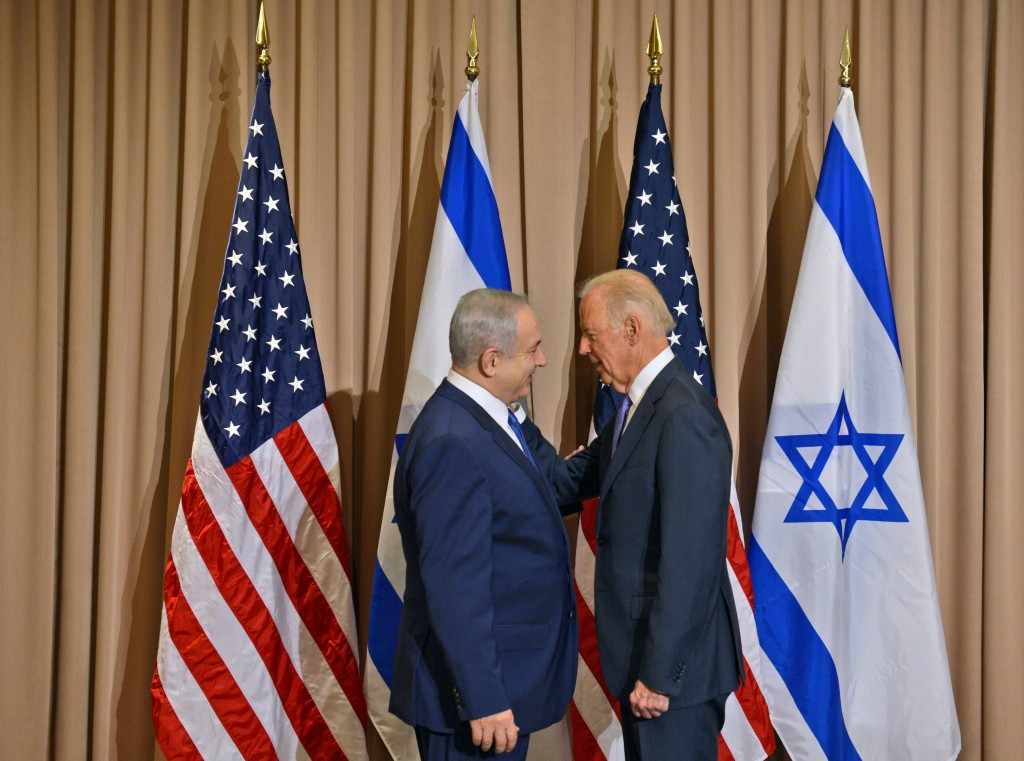 "Israeli Prime Minister Benjamin Netanyahu (L) meets with U.S. Vice President Joe Biden, at the annual meeting of the World Economic Forum (WEF) in Davos on January 21, 2016. Photo by Haim Zach / GPO *** Local Caption *** ראש הממשלה בנימין נתניהו נפגש עם סגן נשיא ארה""ב Joe Biden בדאבוס"