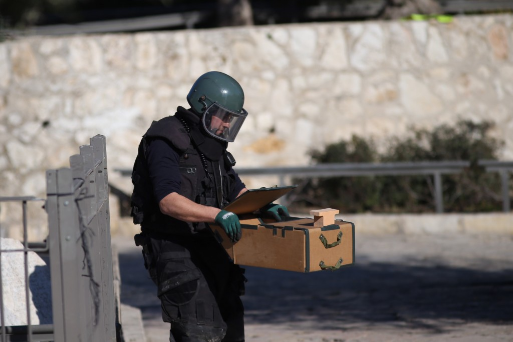 Israeli security forces remove a suspected explosive device at the scene of a shooting and stabbing attack near Damascus Gate, Jerusalem, February 3, 2016. Three Israelis were wounded, two critically and one lightly. Photo by Yonatan Sindel/Flash90