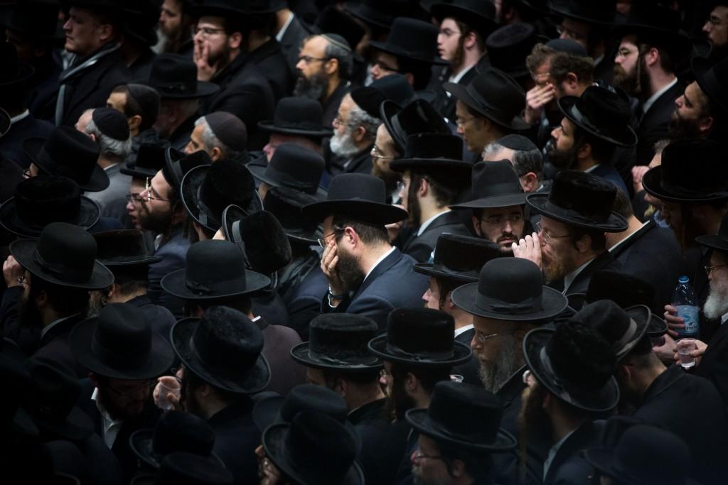 Thousand attend to the funeral of the Rabbi Erlau (Rabbi Yochanan Sofer) in Jerusalem on February 22, 2016, Rabbi Yochanan Sofer died tonight aged 93 in a hospital in Jerusalem. Photo by Yonatan Sindel/Flash90 *** Local Caption *** éåçðï ñåôø øáé îòøìåé îòøìåé øá äìååéä çøãéí àìôéí