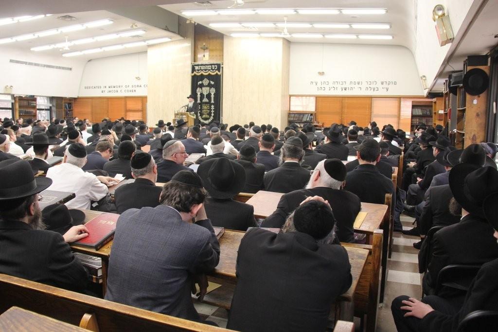"Rav Aryeh Malkiel Kotler delivering a hesped on Rav Chaim Yisroel Belsky, zt""l, at yeshiva Torah Vodaath on Sunday. (Shimon Gifter)"