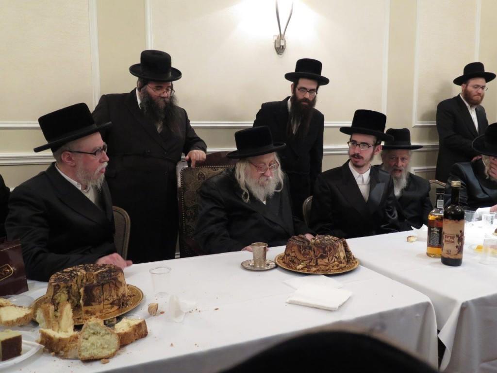 The Rachmastrivka Rebbe (C) at the tena'im of his grandson, son of his son Harav Shia (L). (JDN)