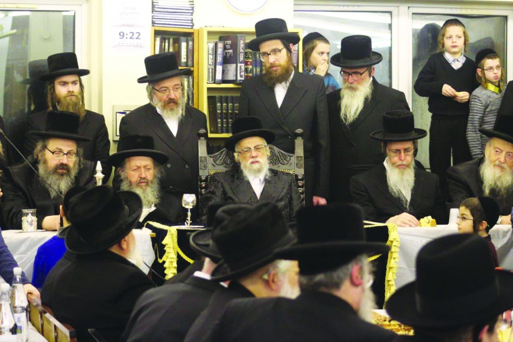 At a kabbalas panim for the Seret–Vizhnitzer Rebbe (C) in honor of his visit to London. (JDN)