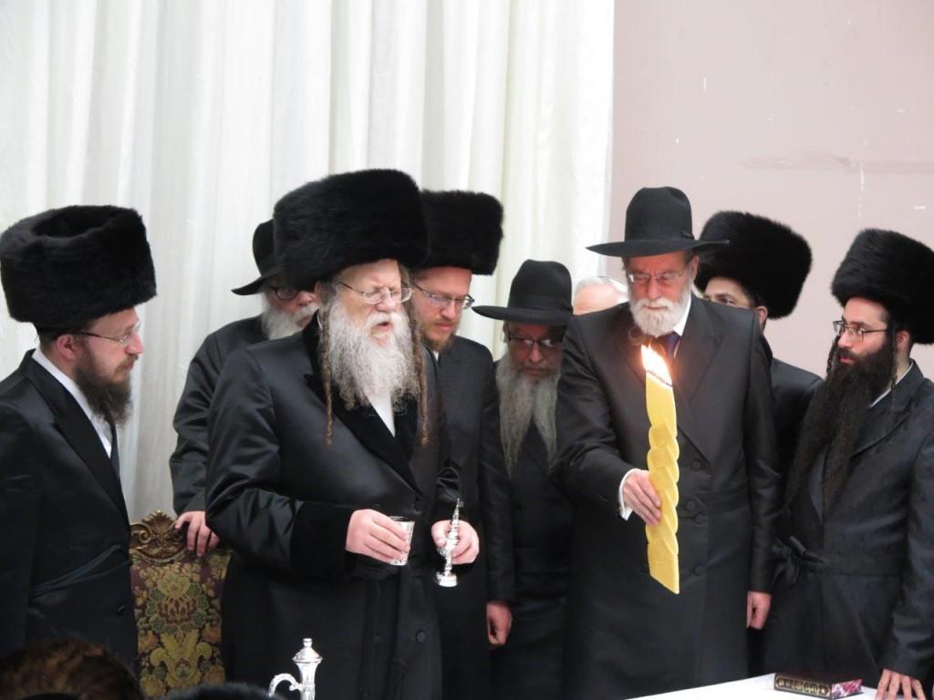 Modzitzer Rebbe Motzei Shabbos in Boro Park, by Havdalah (JDN)