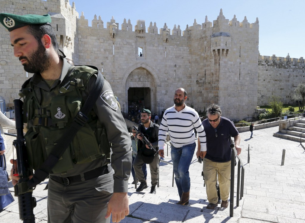 Israeli border police detain Washington Post Jerusalem bureau chief William Booth (R, with black sunglasses) at Damascus Gate in Jerusalem's Old City February 16, 2016. Booth and Palestinian colleague Sufian Taha were interviewing Palestinians when they were detained by police. Both were released about 30 minutes after being questioned at a nearby police station. Israel's Foreign Ministry said their detention was regrettable. REUTERS/Ammar Awad TPX IMAGES OF THE DAY