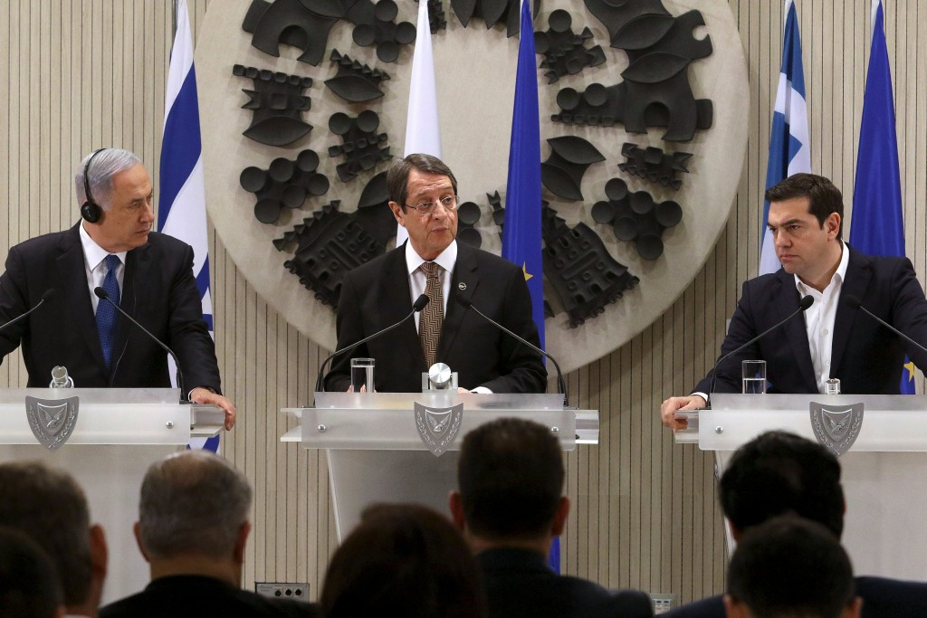 Cypriot President Nicos Anastasiades (C), Israeli Prime Minister Benjamin Netanyahu (L) and Greek Prime Minister Alexis Tsipras address the media during a news conference at the presidential palace in Nicosia, Cyprus, in this January 28, 2016 file picture. REUTERS/Yiannis Kourtoglou/Files