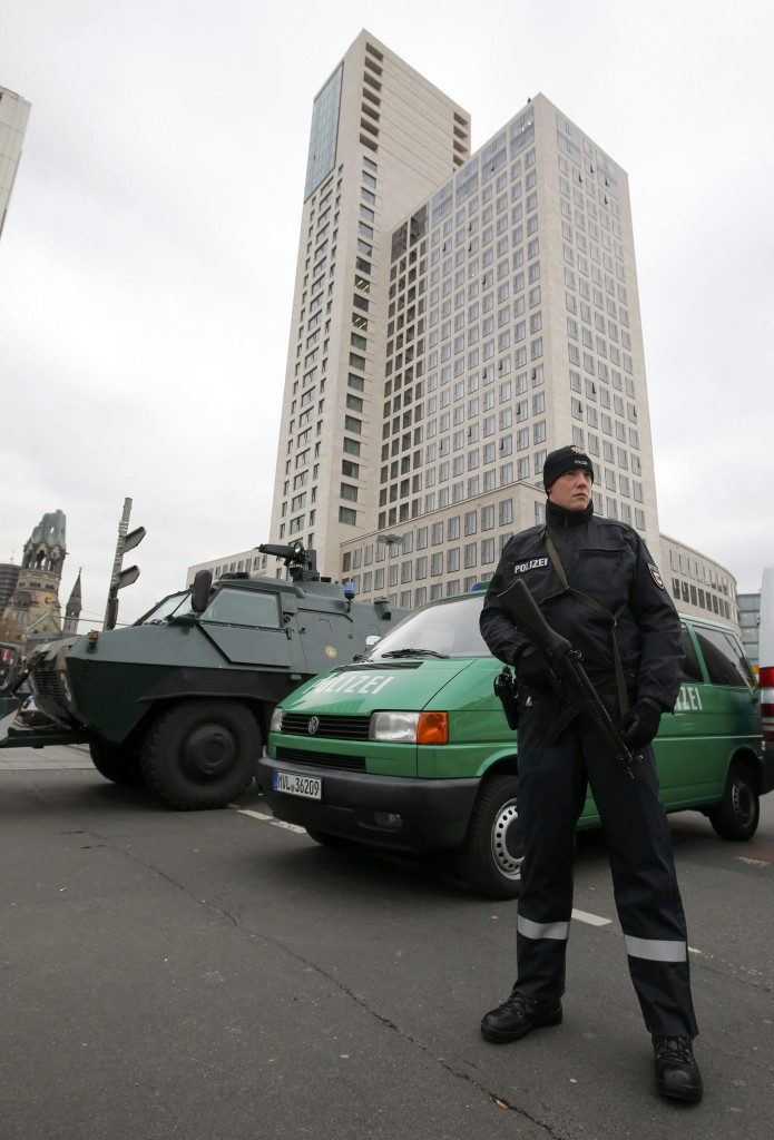 A police officer stands in front of Waldorf Astoria hotel where Israeli Prime Minister Benjamin Netanyahu stays during his visit to Berlin, Germany, February 16, 2016. REUTERS/Fabrizio Bensch
