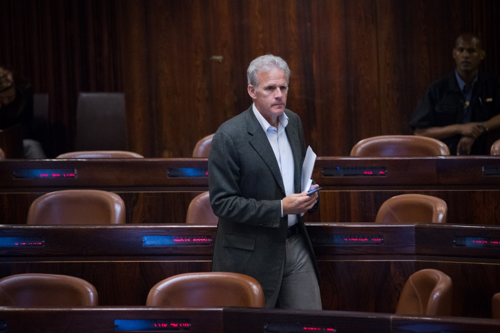 Kulanu MK Michael Oren, chairman of the Knesset Foreign Affairs and Defense Committee. (Miriam Alster/Flash90)