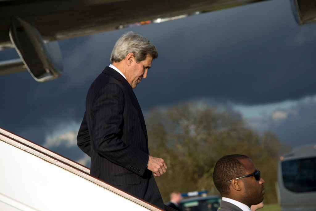 U.S. Secretary of State John Kerry disembarks his plane upon arrival at London Stansted Airport February 3, 2016. REUTERS/Nicholas Kamm/Pool