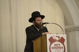 Mr. Eluzer Gruber from the Va'ad Ha'Kirya addressing the crowd. (JDN/S.O.S Images)