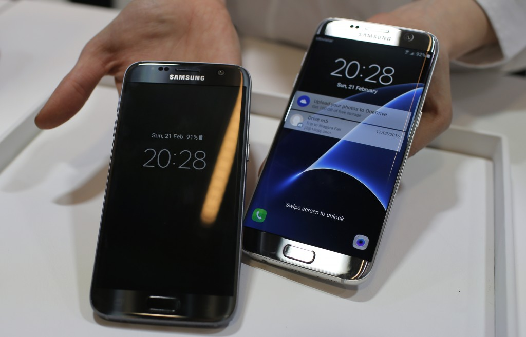 Samsung Galaxy S7, left, and S7 Edge are displayed during the Samsung Galaxy Unpacked 2016 event on the eve of this week's Mobile World Congress wireless show, in Barcelona, Spain, Sunday, Feb. 21, 2016. (AP Photo/Manu Fernadez)