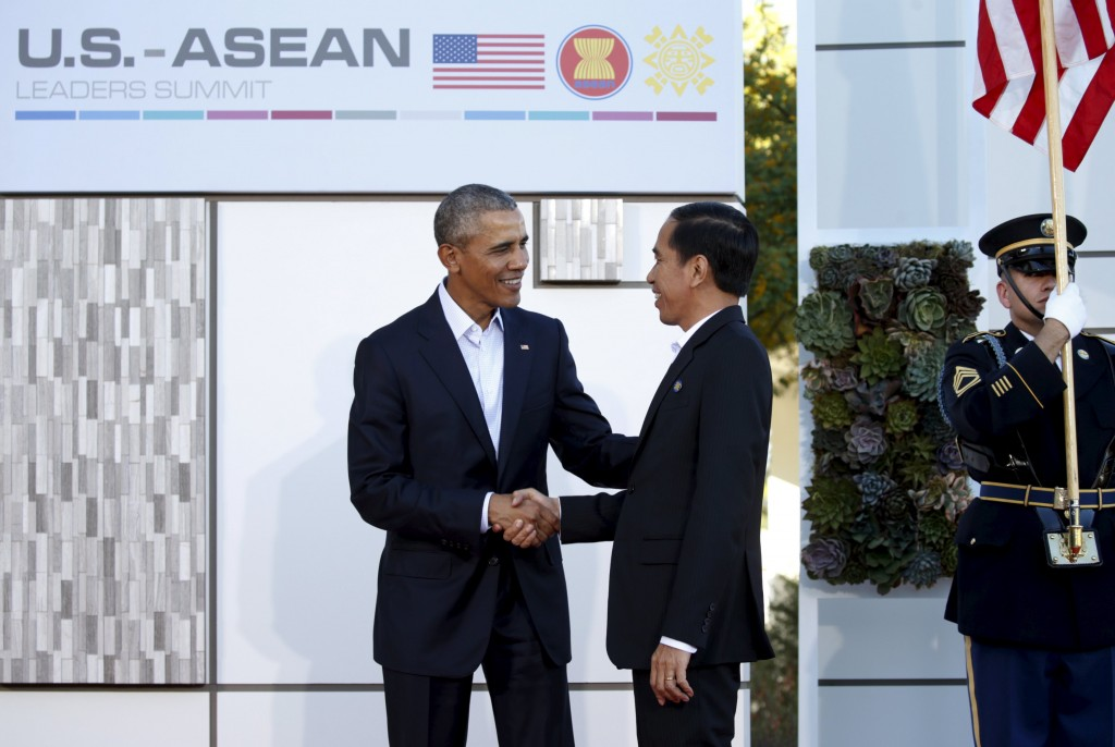 U.S. President Barack Obama greets Indonesian President Joko Widodo upon his arrival for the 10-nation Association of Southeast Asian Nations (ASEAN) summit held at Sunnylands in Rancho Mirage, California February 15, 2016. Obama will press leaders from Southeast Asia to boost trade and back a common stance on the South China Sea this summit that the White House hopes will solidify U.S. influence in the region.REUTERS/Kevin Lamarque