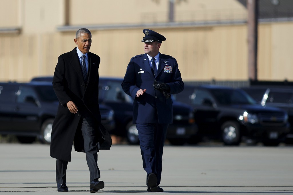 U.S. President Barack Obama walks to boards Air Force One for Nebraska and Louisiana, after a short meeting with Jordan's King Abdullah at Joint Base Andrews in Maryland, January 13, 2016. REUTERS/Carlos Barria