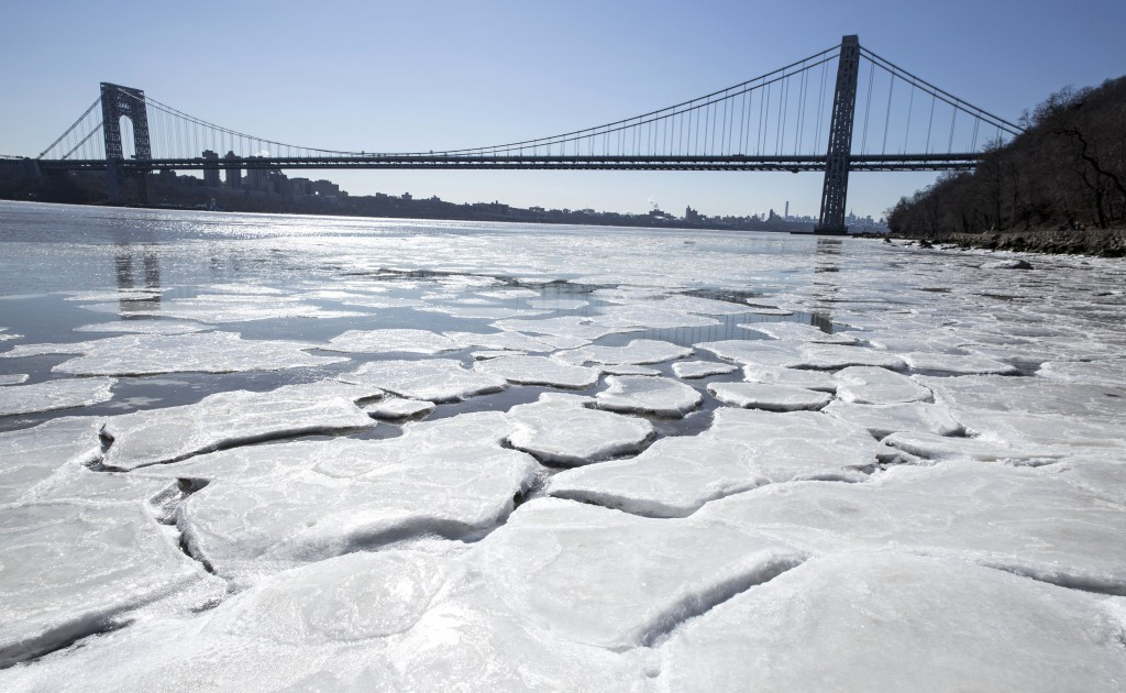 Ice begins to form on the banks of the Hudson River in Englewood Cliffs, N.J., Sunday, Feb. 14, 2016, as temperatures dove to the single digits this weekend. (Jim Anness/The Record of Bergen County via AP) MANDATORY CREDIT