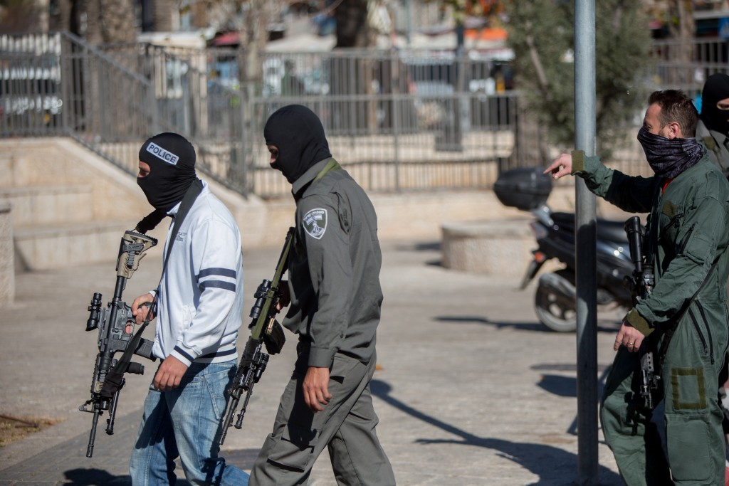Israeli security forces at the scene of stabbing attack near Damascus Gate in on February 19, 2016. Photo by Yonatan Sindel/Flash90