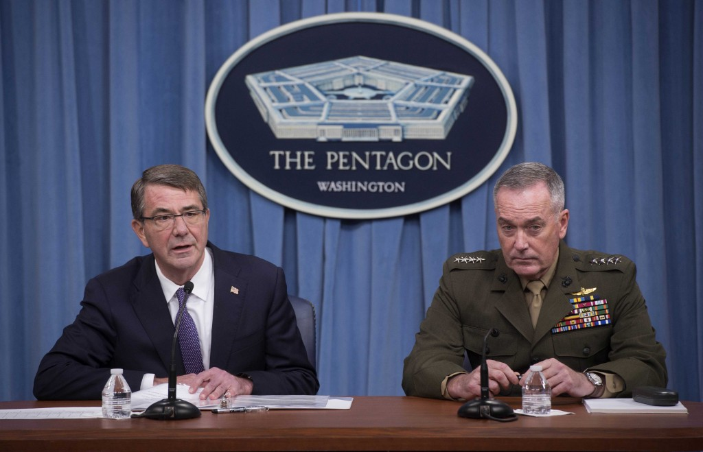 U.S. Secretary of Defense Ash Carter (L) and Chairman of the Joint Chiefs of Staff Gen. Joseph Dunford speak to press about counter-IS operations at the Pentagon, in Washington March 25, 2016. (Department of Defense/Navy Petty Officer 1st Class Tim D. Godbee/Handout via Reuters)