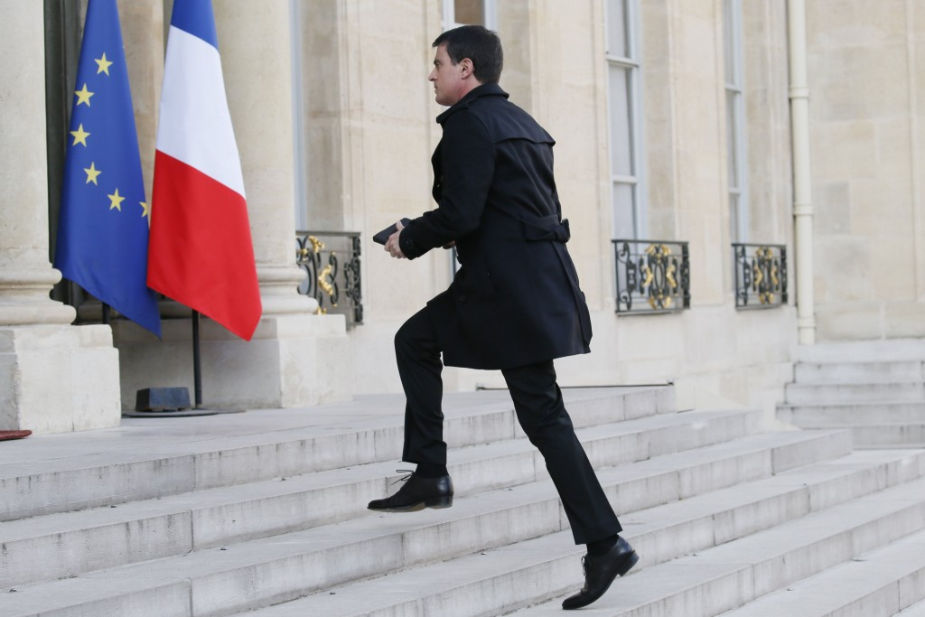 French Prime Minister Manuel Valls arrives to attend a meeting about blasts in Brussels at the Elysee Palace in Paris, France, March 22, 2016. REUTERS/Gonzalo Fuentes