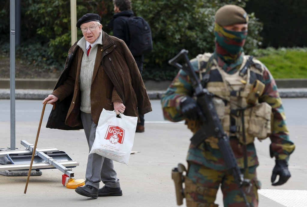 A Belgian soldier secures the area around the European Council headquarters following last week bomb attacks in the Brussels metro and at Belgian international airport of Zaventem, in Brussels, Belgium, March 30, 2016. REUTERS/Yves Herman