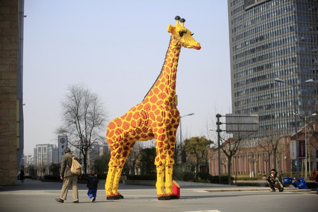 A 6.16-meter tall Lego giraffe is seen next to a shopping mall in Shanghai, China March 1, 2016. People spent 450 hours building a 6.16-meter tall cartoon giraffe with over 40,000 Lego pieces, according to the local media . REUTERS/Aly Song TPX IMAGES OF THE DAY