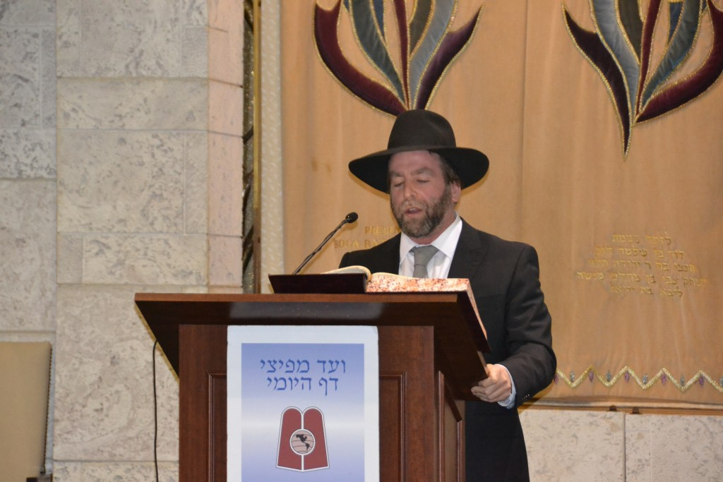 Rabbi Ben Sugarman, Daf Yomi Magid Shiur, BRS Florida, delivering the hadran.( Agudath  Israel)