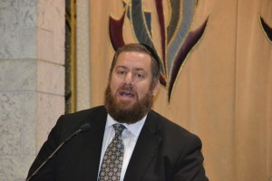 Rabbi Ephraim Shapiro addressing the worldwide Siyum on Maseches Gittin in Boca Raton. (Agudath Israel)