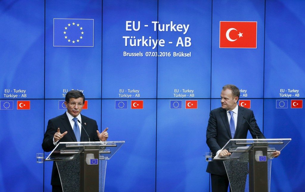 Turkish Prime Minister Ahmet Davutoglu (L) and European Council President Donald Tusk (R) hold a news conference at the end of a EU-Turkey summit in Brussels March 8, 2016. REUTERS/Yves Herman