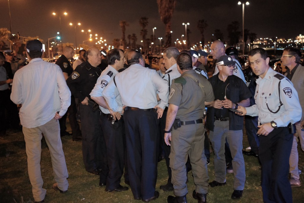 Israeli Chief of Police Roni Alsheikh at the scene where one person was murdered and nine others were wounded at a stabbing attack in Jaffa Port, Tel Aviv. (Tomer Neuberg/Flash90)
