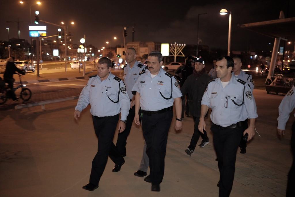 Israeli Chief of Police Roni Alsheikh, center, after the stabbing spree  in Jaffa Port, Tel Aviv on Tuesday. (Tomer Neuberg/Flash90)