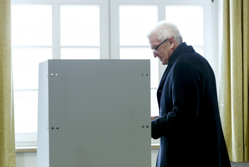 Baden-Wuerttemberg's Prime Minister and member of the environmental Greens party (Die Gruenen) Winfried Kretschmann walks to fill his ballot at a polling station in Sigmaringen, in the German federal state of Baden-Wuerttemberg, Germany, March 13, 2016. Germans vote in three regional state elections on Sunday, with Chancellor Angela Merkel's conservatives at risk of setbacks that would weaken her just as she tries to push through a deal to resolve Europe's migrant crisis. REUTERS/Michaela Rehle