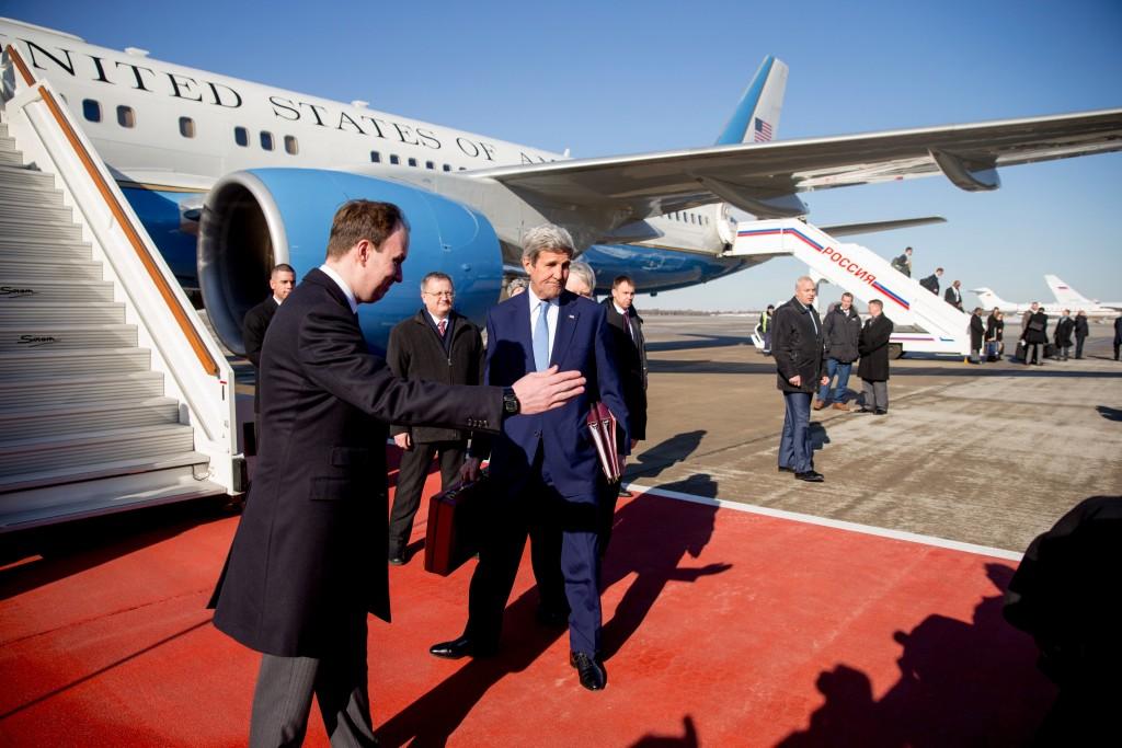 U.S. Secretary of State John Kerry arrives at Vnukovo international airport near Moscow, Russia, March 23, 2016. REUTERS/Andrew Harnik/Pool      TPX IMAGES OF THE DAY