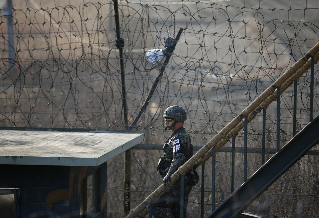 A South Korean soldier patrols along a barbed-wire fence at a guard post near the demilitarized zone separating the two Koreas in Paju, South Korea, March 21, 2016. REUTERS/Kim Hong-Ji