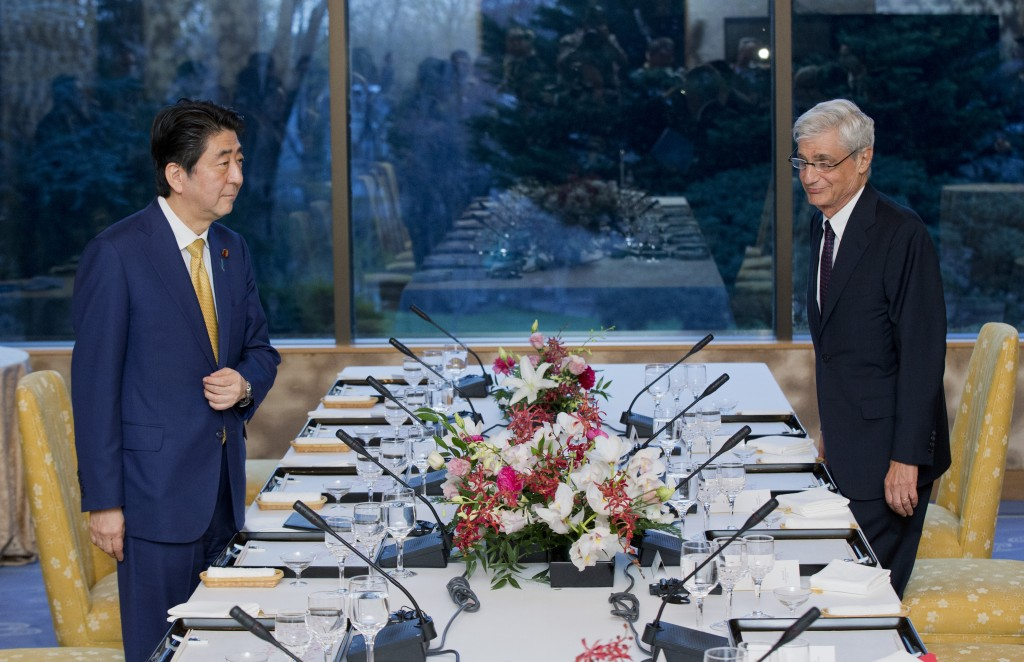 Japan's Prime Minister Shinzo Abe, left, and former Secretary of the Treasury Robert Rubin, right, arrive for a dinner meeting at the Japanese Ambassador's residence in northwest Washington, Wednesday, March 30, 2016. (AP Photo/Manuel Balce Ceneta)