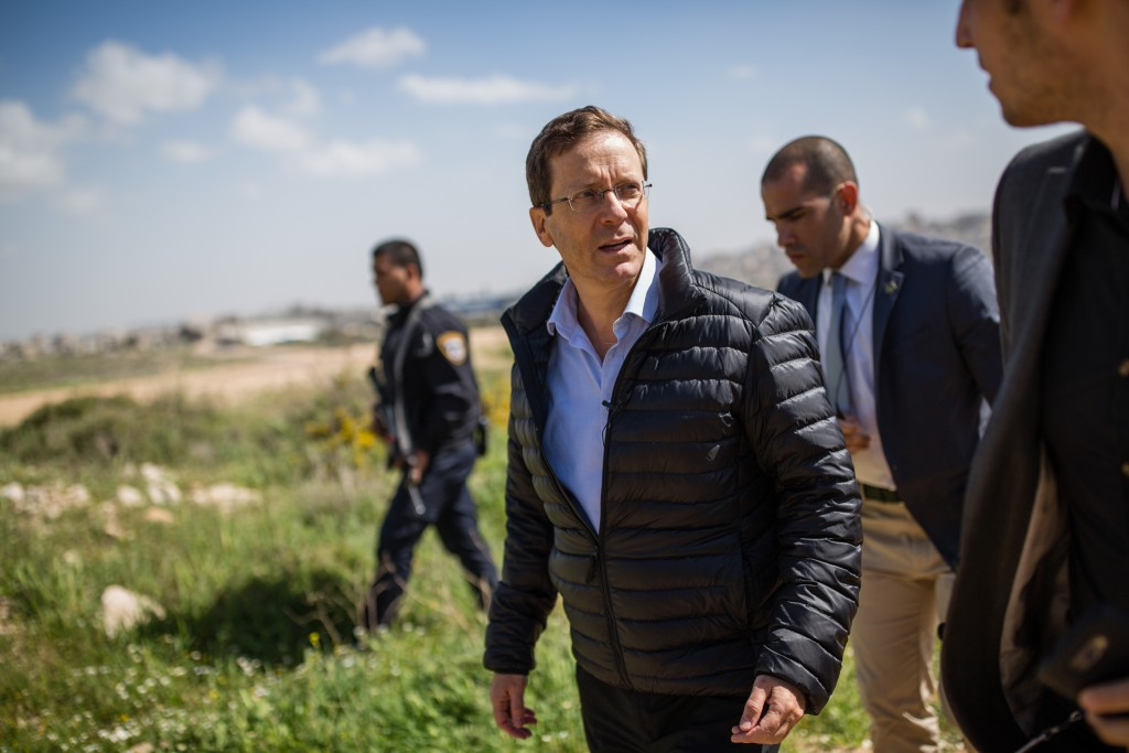 Opposition leader Isaac Herzog flanked by security personnel during a recent visit to an overlook of the security barrier and Yehudah and Shomron in the Gilo neighborhood of Yerushalayim. (Corinna Kern/Flash90)